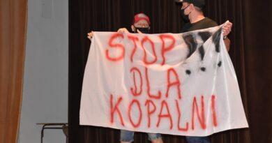 "Z transparentem na sesję. ""Stop dla kopalni"""